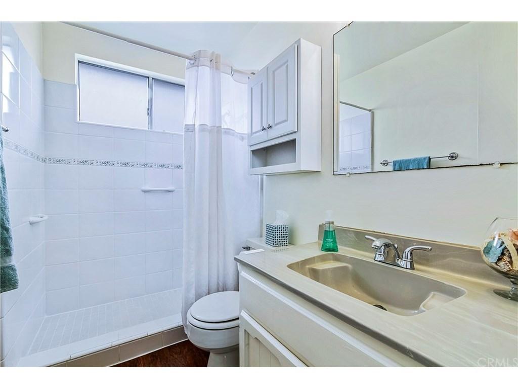 Avenidas Las Palmas Back Unit Bathroom